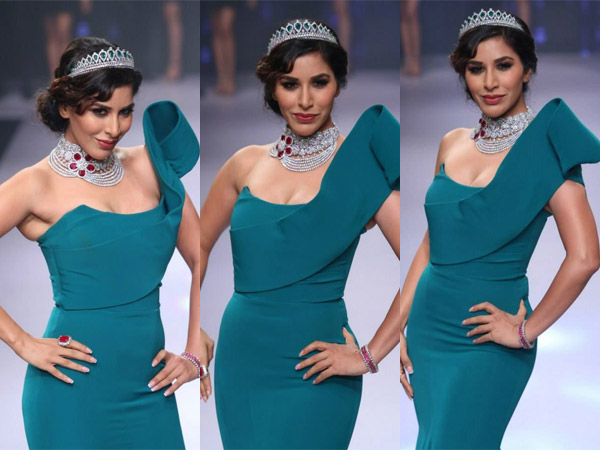 Sophie Choudry Goes Green In Gauri and Nainika Gown