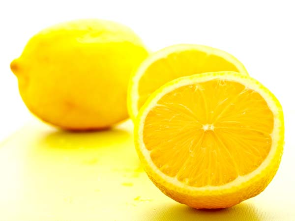 Beauty tips: Use Lemon And Tea Tree Oil for glowing tips