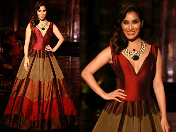 When Sophie Choudry Stole The Show At India Couture Week Right Before Manish Malhotra's Show