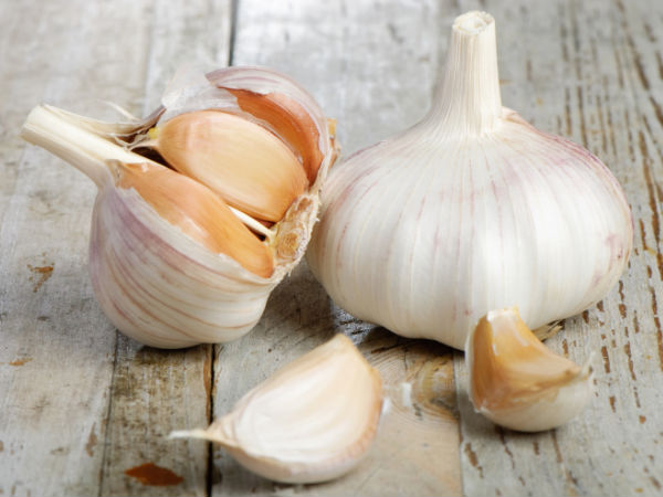Surprising Ways To Use Garlic In Hair Care