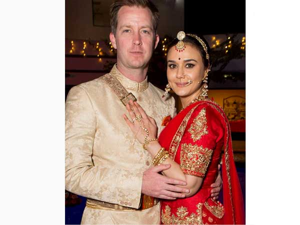 Preity zinta wedding pictures a look at her lehenga