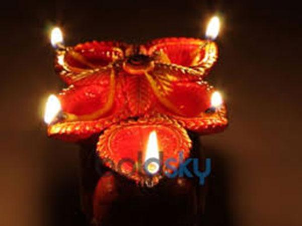 ಹೋಳಿ 2019: ಜೀವನದಲ್ಲಿ ಸುಖ ಹಾಗೂ ಸಮೃದ್ಧಿಗೆ ಜ್ಯೋತಿಷ್ಯದ ಸಲಹೆಗಳು