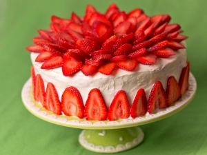Easy Strawberry Cake Recipe