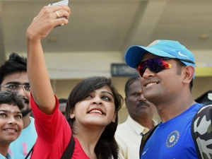 Selfie Elbow Condition Waiting Afflict Indians Experts