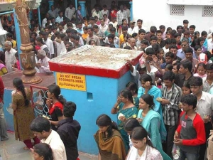 ಸಾಕ್ಷಾತ್ ಬಾಲಾಜಿ ಮಹಿಮೆ: ವೀಸಾ ಕೊಡಿಸುವ 'ವೀಸಾ ಬಾಲಾಜಿ ಮಂದಿರ'