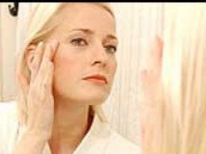 Middle Age Women Mirror Phobia Aid