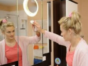 Tips To Clean Mirror Aid