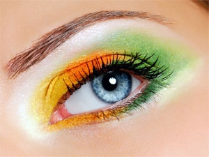 Tips For Summer Eye Makeup Aid