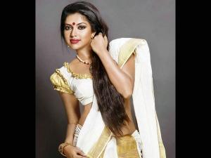 Right Clour Blouse Kerala Saree