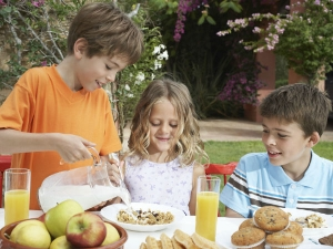 How Mindful Eating Helps Kids