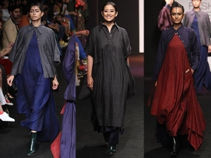 Manisha Koirala Turns Showstopper Chola Lakme Fashion Week