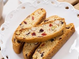 Delicious Cranberry Pistachio Cake Biscuit
