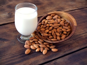 Health Benefits If You Drink Almond Milk With Honey