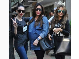 Heavily Pregnant Kareena Kapoor Flaunting Baby Bump Denims