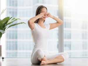 10 Minute Yoga Asanas Improve Concentration During Exams