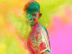 Effective Ways Protect Your Eyes During Holi