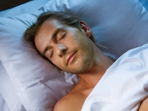 Men Who Sleep Early May Have Healthier Sperm