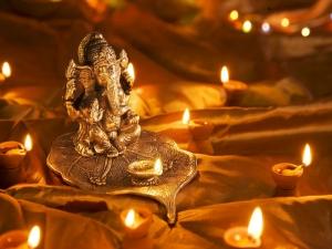 Story Behind Ganesha S Left Tusk Is Depicted As Broken