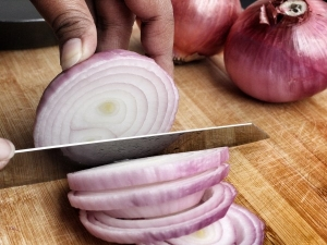 Rub Onion On Hand Treat These Ailments Also Check The Other