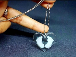 What Jewellery Made With Breast Milk It S The Thing