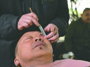 Heard Eyeball Shaving Know Why It Is Trend China