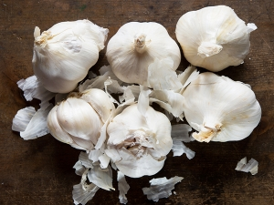 Here S What Garlic Can Do Your Skin Hair