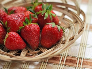 Wonderful Beauty Benefits Of Strawberries For Skin And Hair