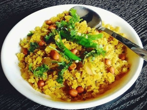 Reasons Why Poha Can Be Your Healthiest Choice Breakfast