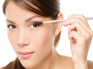 Essential Makeup Tips For Women Above