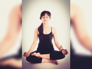 Seven Ways To Get Natural Facelift With Simple Yoga Poses