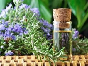 Essential Oils That Work Wonders In Soothing Dry Skin
