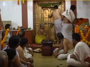 Why Men Are Asked Remove Shirts Hindu Temples