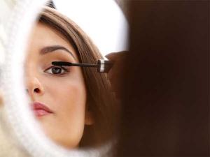 Mistakes You Make While Applying Mascara