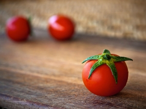 How To Use Tomato To Get Amazing Skin And Hair