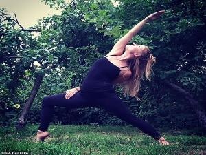 Yoga Teacher Drinks Her Own Urines Every Morning