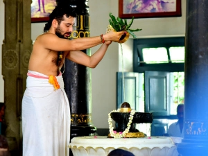 Shiv Puja During Shravan Month Things You Must Know