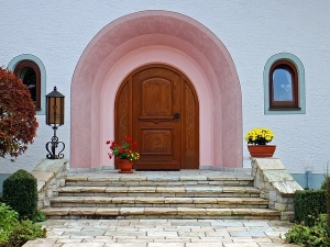 As Per Vastu Keeping These Things At Your Home Entrance Can Bring Prosperity And Wealth