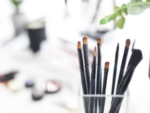 All You Want To Know About Eye Makeup Brushes