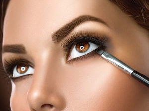 Make Up Tips For Contact Lens Users
