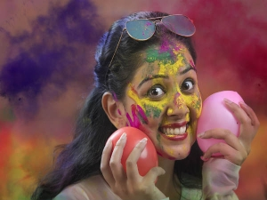 How To Take Care Of Your Skin Before And After Holi