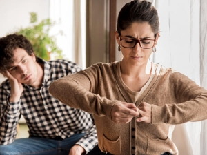 Red Flags In A Relationship That You Must Never Ignore