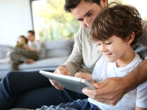 Tips For Parents Navigating Online Learning With Their Children