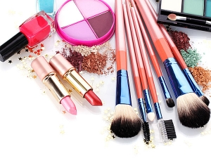 How To Clean And Sanitise Your Make Up Kit In Kannada