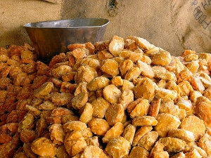 Easy Steps To Identify The Purity Of The Gur Jaggery In Kannada