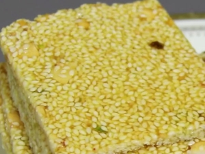 Til Or Ellu Chikki Recipe In Kannada
