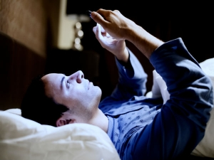 Addiction Of Checking Mobile Right After Waking Up Bad For Your Health