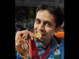 Tokyo Olympics Why Do Athletes Bite Their Gold Medals Know In Kannada