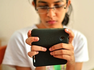 What S The Right Age For Parents To Get Their Kids A Cellphone