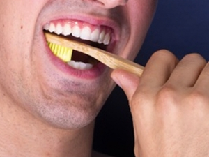 Mistakes To Avoid While Brushing Your Teeth In Kannada