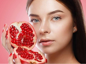 Reasons To Use Pomegranate To Get Glowing Skin In Kannada